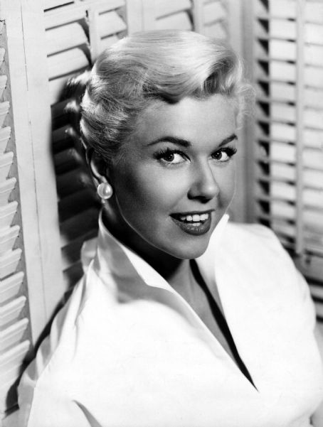 Doris Day Walking Dog Pictures: This Day In WWII 18 July 1940
